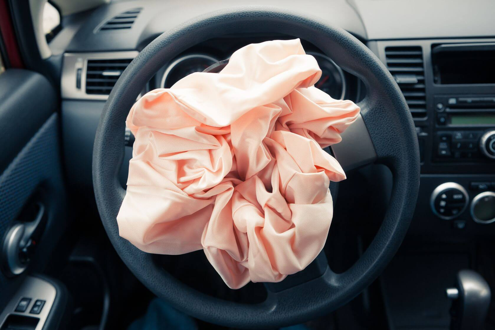 4 steps to follow after an airbag deploys